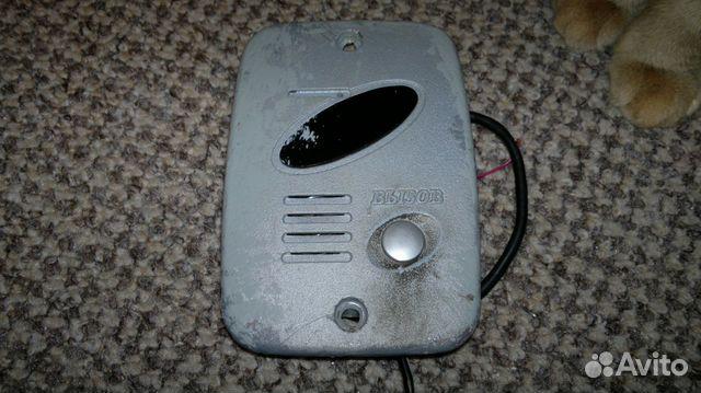 Видеодомофон Commax DPV-4MTN Commax DPV-4MTN - черно-белый видеодомофон с трубкой.  Тип экрана: кинескоп, диагональ 4...