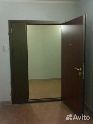 установка входной двустворчатой двери