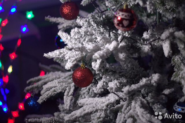 Искусственная елка заснеженная