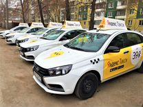 Водитель Яндекс Такси на Ладу Весту